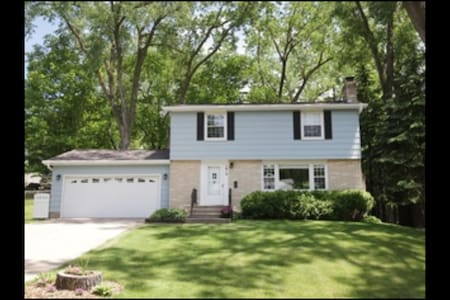 Beautiful House near Both Downtowns and Lakes! - Huis