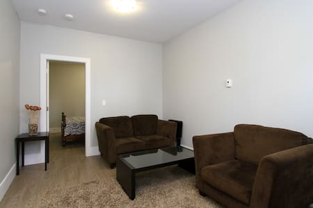Brand NEW only used for Airbnb - Burnaby - Haus