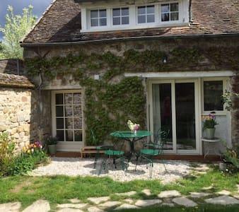Alice's Cottage - Talo