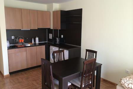 Charming apartment close to sea Sveti Vlas - Apartment