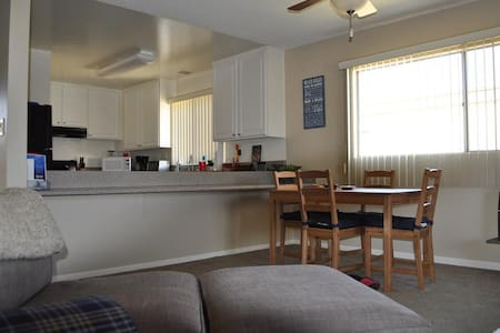 Relaxing two bedroom, two full bath, kid friendly, water view apt on Channel Islands Harbor. Less than a mile from the Ventura beaches. Close to: Ventura Harbor Village, Santa Barbara, Downtown Ventura.  1 hr from Universal Studios & Santa Monica.