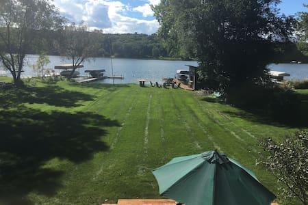 Beautiful Lakeside Retreat. - Chanhassen - Rumah