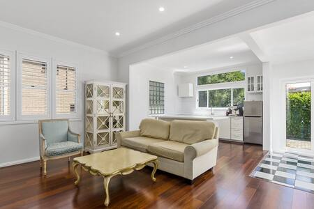 Beach Getaway - Holiday House - Thirroul