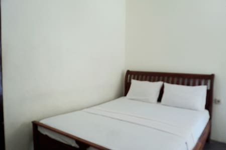 Indah Beach Bungalows - Kos#1 Double Room with Fan - Pemenang - Bed & Breakfast