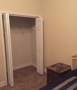 Double bedroom in a family home - Tampa - House