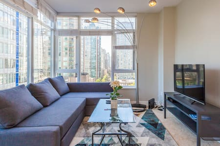 Dream Location: 2 BD + PARKING ON ROBSON ST - Vancouver - Appartement
