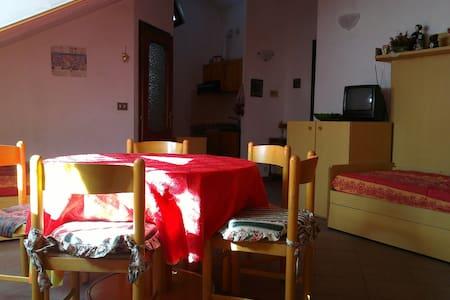 Mansarda arredata in centro paese - Cesana Torinese - Loft
