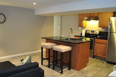 Columbia Heights~2 bed w/ parking!