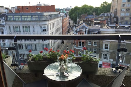 Barbican flat with west facing balcony in zone 1 - Apartment
