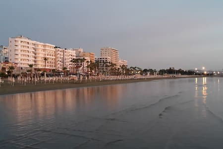 Entire Place. 10 minute walk to everything! - Larnaca - Lakás