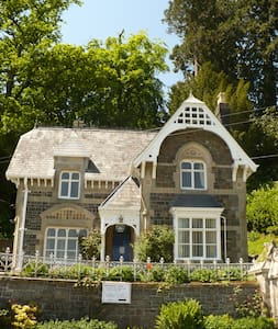 Quaint Victorian country cottage Broneirion Lodge - Powys