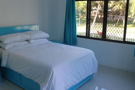 Private Blue Room - Bed & Breakfast