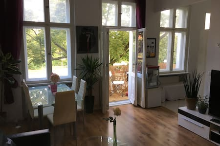 Beautiful apartment next to Berlin Schlosstr. - Appartement