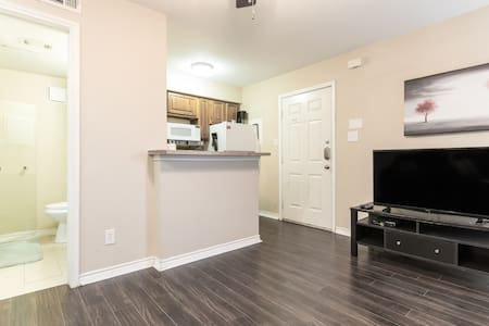 Condo near ATT Stadium and Rangers Ballpark - Kondominium