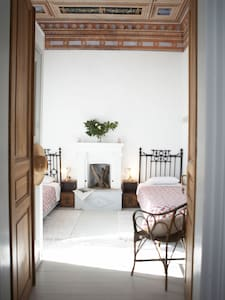 Double room with fireplace in luxury mansion - Agios Georgios Nileias - Bed & Breakfast