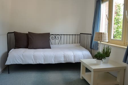 Cozy Bedroom close to Nature and near the City - Maastricht - Apartment