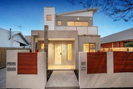 Stylish Modern Home - Moonee Ponds