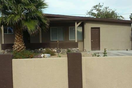 Quiet, quaint, and kind - North Las Vegas - Casa