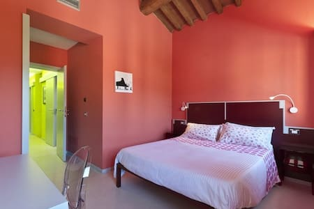 Camera Rossa B&B with WI-FI / AC every confort - Bed & Breakfast