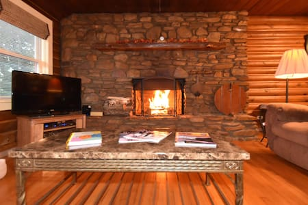 Log Cabin, FirePlace, Hot Tub - Candler - Cabin