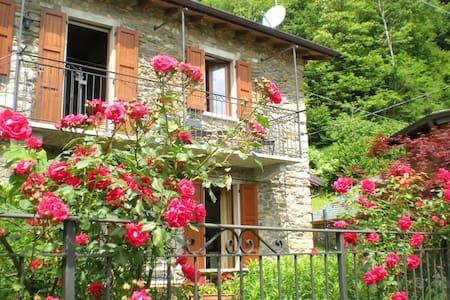 Graziosa casa in pietra con giardino e WiFi - Breglia