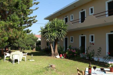 Beachfront studio in Corfu with A/C - Argyrades - Appartement