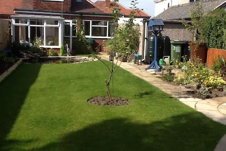 Spacious ground floor double room - Hus