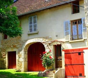 Jura retreat - Franche-Comté - Hus