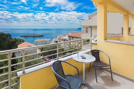 Triple room with sea view - Bed & Breakfast