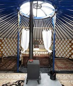 Honeymoon yurt with four poster bed - Jurta