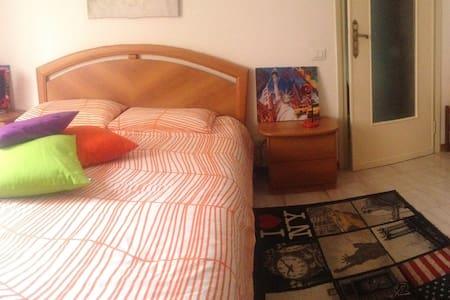 Cozy Double-Bedroom Milano - Leilighet