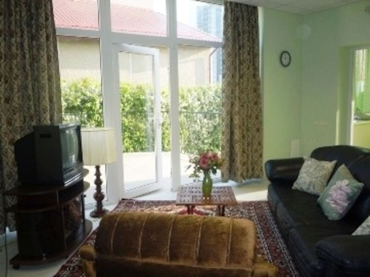 This beautiful and spacious one-bedroom apartment for rent in Klaipeda has the benefit of ensuite facilities and a large sun terrace for your added pleasure.