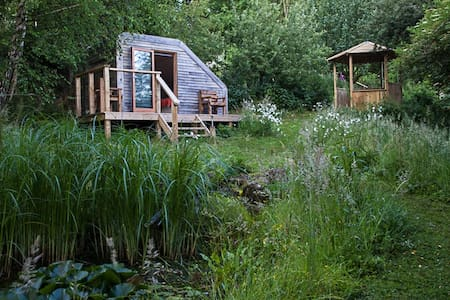 Eco Glamping Pod in Wildlife Garden - Hytte