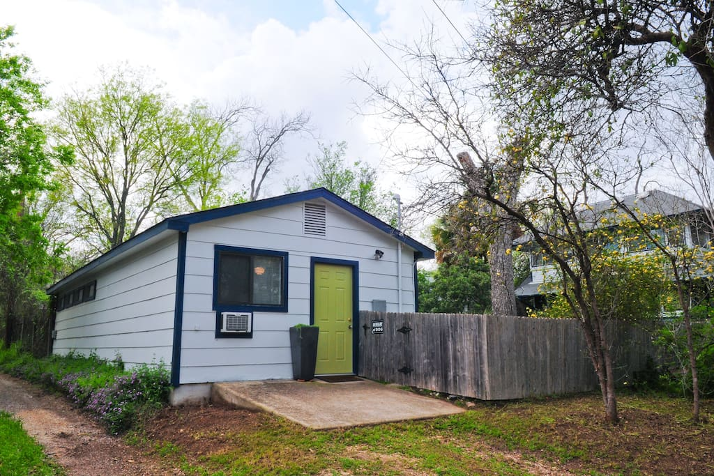 Charming hyde park casita houses for rent in austin