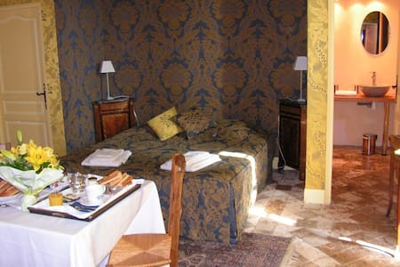 Charming Room at the Chateau - Castello