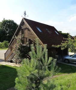 """Froggies"" - Self contained suite - - Saltwood - Hythe - Bed & Breakfast"