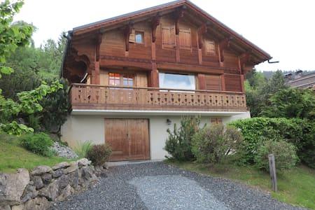 Chambre dans chalet, vue Mont Blanc. - Saint-Gervais-les-Bains - Almhütte