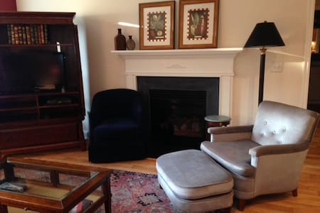 Fully Equipped Cottage Apartment w/ Private Entry - Greensboro - Chambres d'hôtes