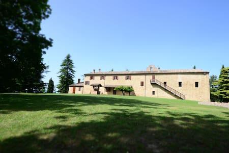 Family/Group Rooms inside an Historical Mansion - Rimini - Villa