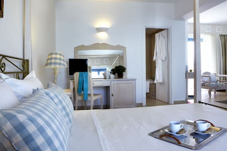 Afroditi Deluxe Family Suite with Sea View&Hot Tub - Agios Prokopios
