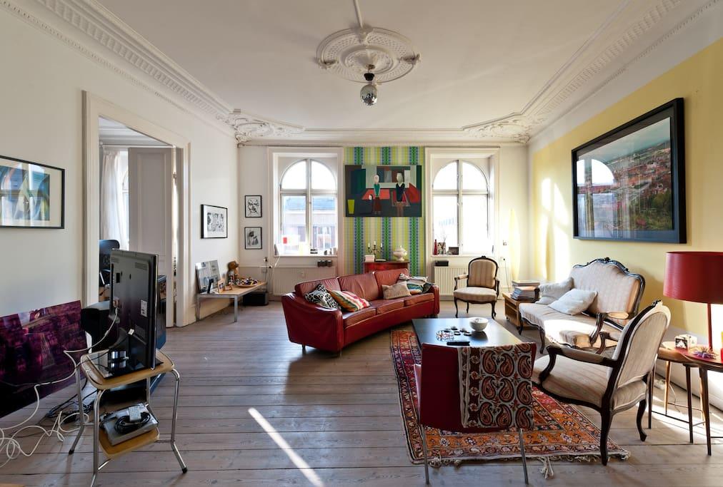 My lounge facing Nørrebrogade