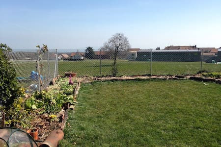 Private room in ground floor apartment with garden - La Rippe - Apartmen
