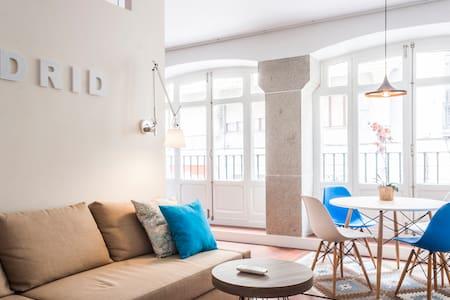 Stunning Apartment in Sol  - Madrid - Apartment