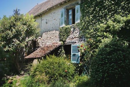 Authentique maison du 16e siècle - La Chaussée-d'Ivry - Ev