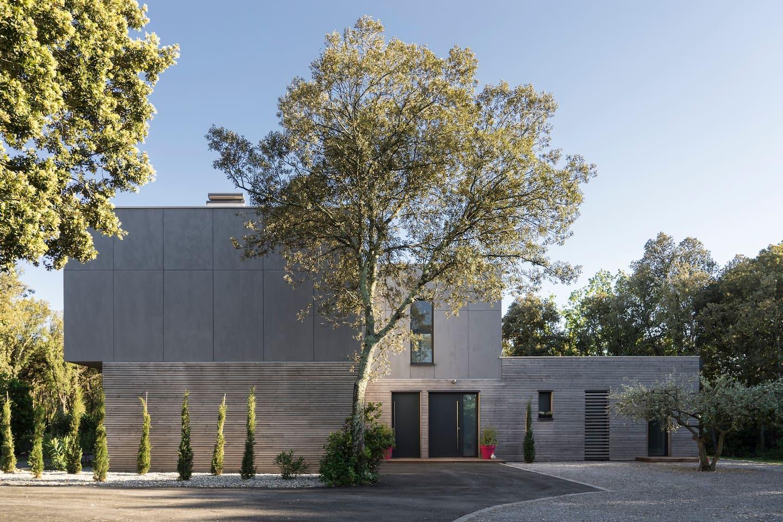 Uzès, great studio in modern estate   maisons à louer à uzès