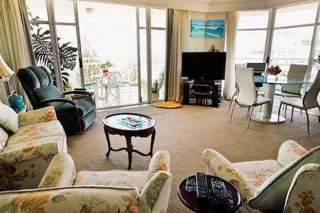 Touch the Waves at Burleigh Heads! - Burleigh Heads - Apartment