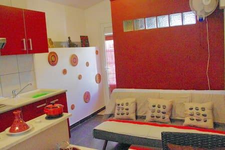 un petit appartement tout confort  - Lakás