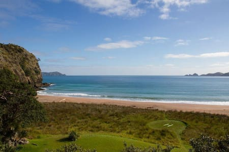 One house, one beach - Whangaroa - House