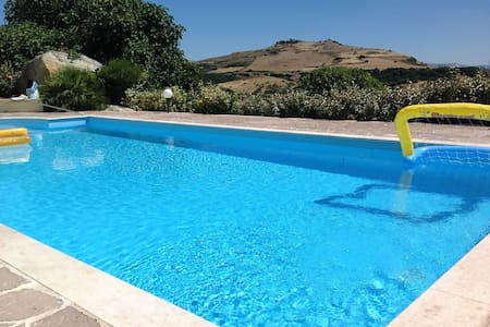 Villa with a privat pool - Sassari - Hus