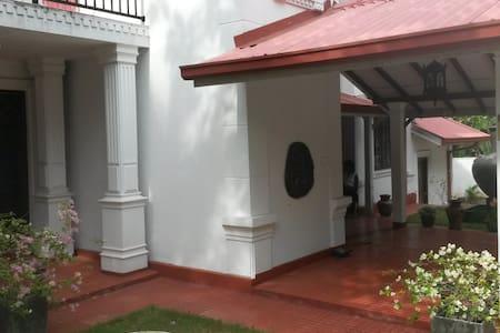 IsuruHansi Villa in der Nähe von Colombo City - Haus